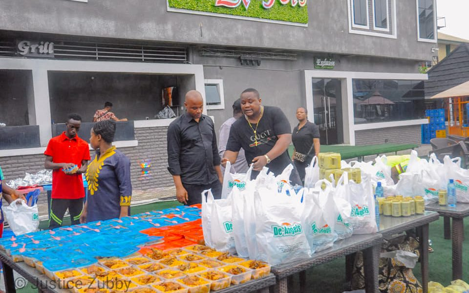 COVID-19 RELIEF: HON ERIC UWAKWE, CUBANA CHIEF PRIEST DISTRIBUTE FOOD PACKS TO IMOLITES