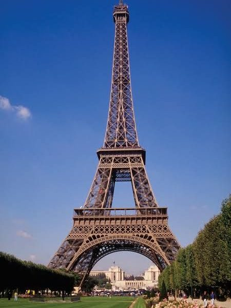 Eiffel Tower evacuated after bomb threat- Paris Police.
